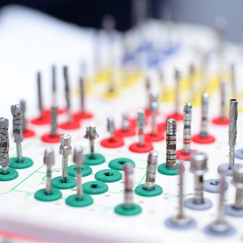 世界標準のインプラントメーカーを使用